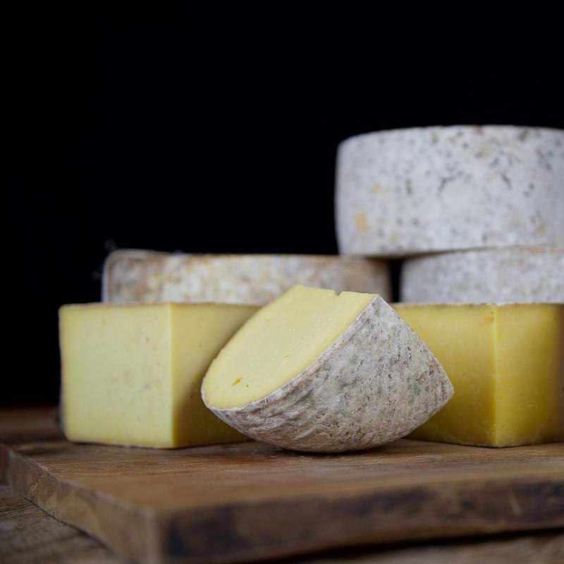 4 non blue cheeses for an ethical cheesboard